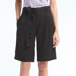 {BANANA REPUBLIC}Avery Bermuda Shorts